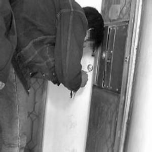阿克苏开防盗门锁案例